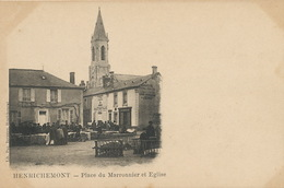 Henrichemont Place Du Marronnier Et Eglise Marché Aux Cochons - Henrichemont