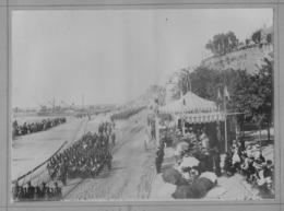 GRANVILLE: Photo D'un Défilé Militaire Sur Le Port Datée 1910 - Granville