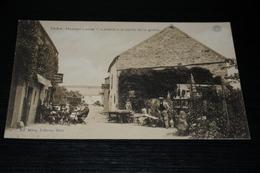 9030      HAN SUR LESSE, LAITERE A LA SORTIE DE LA GROTTE / ANIMEE - Rochefort