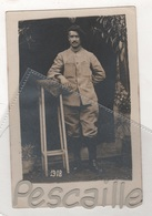 MILITARIA WW1 GRECE MACEDOINE - CARTE PHOTO SOLDAT A IDENTIFIER - CHASSEUR ALPIN ? - PETROS COÏDES PHOTOGRAPHE FLORINA - Uniformi