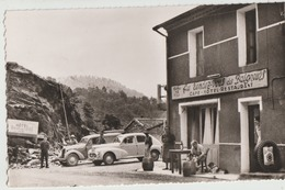 Sainte'Cecile-d'Andorge  30   Le Café-Hotel-Restaurant MEYNADIER Terrasse Et Rue Animée Et Voitures - Francia