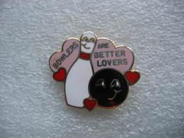 Pin's Thème Bowling: Bowlers Are Better Lovers (Les Quilleurs Sont Les Meilleurs Amoureux) - Bowling