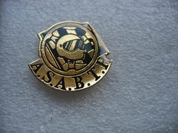 Pin's D'un Casque De Coureur Automobile Devant Le Damier Noir Et Blanc. A.S.A.B.T.P - Wintersport