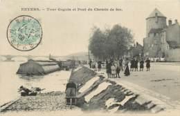 NEVERS TOUR GOGUIN ET PONT DU CHEMIN DE FER LAVEUSE EN BORD DE LOIRE - Nevers