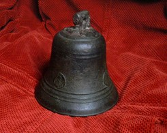 # Antica Campana In Bronzo - Ancienne Cloche En Bronze - Ancient Bronze Bell - Cloches