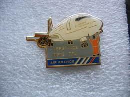 Pin's Avion Du Groupe Air France: Assistance Sur La Piste D'Orly - Vliegtuigen