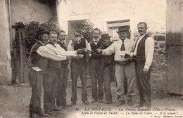 BRETAGNE LES VIEILLES COUTUMES D'ILE ET VILAINE Après La Partie De Pallets La Bolee De Cidre A La Tienne - France