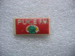 Pin's En Porcelaine De La Radio Puce FM - Medien