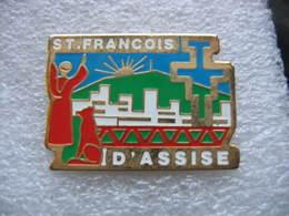 Pin's Saint François D'Assise, Il A Révélé La Force De L'Evangile, A Donné Espoir Aux Pauvres, Aux Exclus, Aux Mal Aimés - Pins