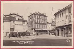 CPA 38 BOURGOIN Jallieu Place St Michel ( Café - Bourgoin