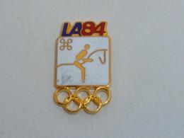 Pin's JEUX OLYMPIQUES DE LOS ANGELES, 1984, EQUITATION BLANC - Olympische Spelen
