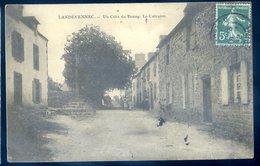 Cpa Du  29  Landévennec Un Coin Du Bourg , Le Calvaire    DEC19-29 - Landévennec