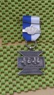 Medaille :Netherlands  - 3e. Ijselsel En Lekstreek Mars - 9-6-1951 - (Capelle ). / Vintage Medal - Walking Association - - Nederland