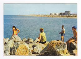 66 Le Barcarès N°3399 Les Nouveaux Immeubles En 1972 Pêche En Famille Sur Les Rochers VOIR Flamme Le Lydia - Port Barcares