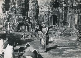 Danseuse Cambodgienne  Danses Royales Temple ANGKOR VAT Cambodge Photo Originale 24 X 30  Cm - Lieux