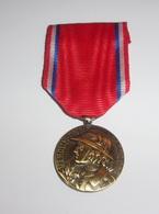 """Reproduction Médaille """"Aux Héros De Verdun"""" 1916 - France"""