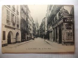 Carte Postale Bayonne (64) Rue Du Pont Neuf ( Petit Format Noir Et Blanc Non Circulée ) - Bayonne