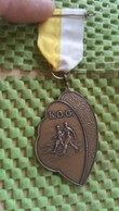 Medaille :Netherlands  -  K.O.G - Leiden  / Vintage Medal - Walking Association . - Nederland