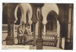 CPA - Tunisie - Cour D'une Maison Arabe - Tunisie