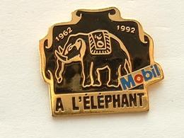 PIN'S  MOBIL - A L'ELEPHANT - Carburantes