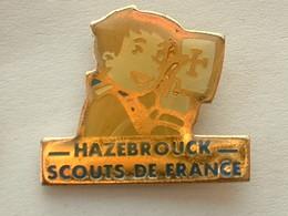 PIN'S  SCOUT DE FRANCE - HAZEBROUCK - Associazioni