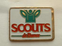 PIN'S  SCOUT DE FRANCE - Associazioni