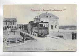 14 - COURSEULLES-SUR-MER ( Calvados ) - Le Pont Tournant - Tramway. Carte Offerte Par A. Benoiston Et Cie - Courseulles-sur-Mer