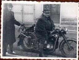 Photo Originale Motocyclisme - Homme Costaud Sur Une Moto BMW R 35 De 1940 - Cyclisme