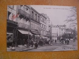 Cpa Le Havre Un Coin De La Rue Thiers  Commerces Animé  Pub Maggi En Rouge Devant Et Au Dos Bouillon Maggi - Le Havre