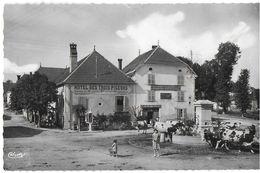 PIERREFONTAINE-LES-VARANS 25 DOUBS  PLACE DE L'EGLISE FONTAINE TROUPEAU DE VACHES EDIT. CIM HOTEL DES 3 PIGEONS - France