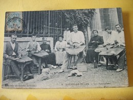 R 9889 CPA ORIGINALE. 1906 - 64 SALIES DE BEARN. LES SANDALIERS - BELLE ANIMATION ET GROS PLAN - Salies De Bearn