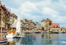 14 Honfleur Le Vieux Bassin Et La Lieutenance (2 Scans) - Honfleur