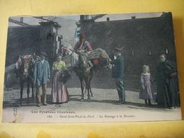 R 9875 CPA 1907 - 64 SAINT JEAN PIED DE PORT. LE PASSAGE A LA DOUANE. ANIMATION - Saint Jean Pied De Port