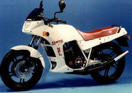 Fantic HP1w. +-21cm X 15cm  Moto MOTOCROSS MOTORCYCLE Douglas J Jackson Archive Of Motorcycles - Foto's