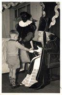 SINTERKLAAS 1957 EN ZWARTE PIET   FOTO POSTKAART  14*9 Cm Sinterklaas Sint Nicolaas San Nicolás Nikolaus - Personalidades Famosas