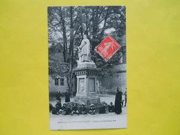 Montmorillon ,statue Du Cardinal - Montmorillon