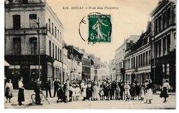 Nord DOUAI Rue Des Foulons  (belle Animation Mais Grand Pli) - Douai