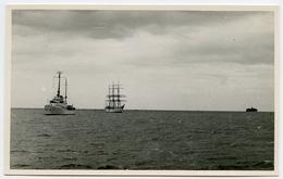 POSTCARD SIZE PHOTO : HARBOUR SCENE - SAILING SHIP - Boats