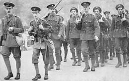 Prince Of Wales England Grenadier Guards Kilt - Familles Royales