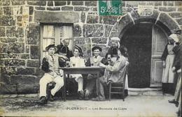 C.P.A. - FR. [56] Morbihan > PLOERDUT - Les Buveurs De Cidre - Gros Plan Très Animée - Daté 1910 - TBE - Frankrijk