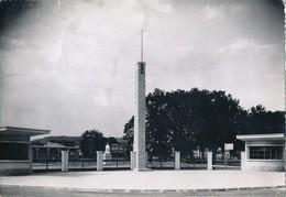 57) THIONVILLE : Carte-photo - L'entrée Du Stade (Avril 1954) - Thionville
