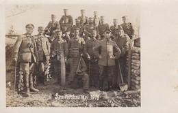 AK Foto Deutsche Soldaten Vor Werkzeug Vor Unterstand - Sanitätsbau Mai 1916 - Feldpost 1/381 (46143) - Guerra 1914-18