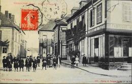 C.P.A. - FR.  [61] Orne > TOUROUVRE - Rue De La Verrerie - Très Animée  - Daté 1914 - TBE - Otros Municipios