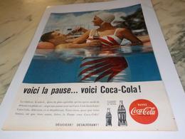 ANCIENNE PUBLICITE VOICI LA PAUSE PISCINE  COCA COLA 1960 - Affiches Publicitaires