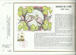 N° 972 DU CATALOGUE CEF .  CROIX ROUGE . SOIERIE DE LYON . 18 NOVEMBRE 1989 . LYON . - FDC