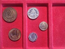 East Carribean 5 Monete Diverse - Caribe Oriental (Estados Del)