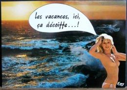 LES VACANCES ICI CA DECOIFFE!  FEMME NUE DEVANT LES VAGUES - Humour