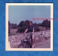 Photo Ancienne Snapshot - CORTEVAIX - Portrait D'une Jeune Fille Sur Son Vélo SOLEX - été 1970 - Sporten