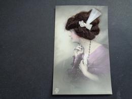 Carte ( 756 ) De Fantaisie  Fantasie Thème : Materiaalsoort  -  Femme Avec Cheveux  Vrouw Met Haar - Postcards