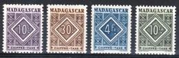 Madagascar Petit Lot Taxe Anciens Entre N°31 Et 39 - Madagascar (1889-1960)